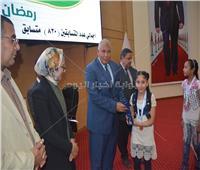 محافظ الوادي الجديد يكرم الطلاب المتميزين والفائزين في مسابقة تحدي القراءة
