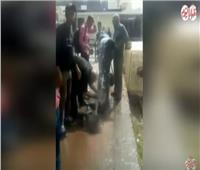 فيديو| ماسورة مياه تُنقذ ركاب «قطار المنوفية» من حرارة الجو