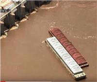 شاهد| فيضان يغرق قاربين في نهر أركنساس الأمريكي