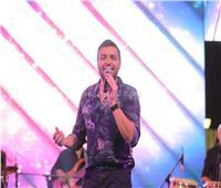 صور| رامي صبري يُشعل خيمة «سهراية» بأغانيه الرومانسية