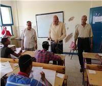 محافظ أسوان يتابع سير امتحانات الدبلومات الفنية بالمدارس