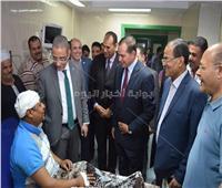 محافظ سوهاج يزور رئيس «حي شرق» المصاب بـ«كسر الجمجمة» بالمستشفى الجامعي