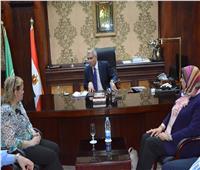 محافظ المنيا يناقش مع ممثلي القومي للمرأة المبادرات بالقرى الأكثر احتياجا