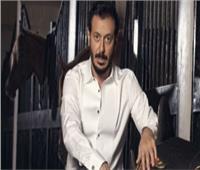 مصطفى شعبان يواصل رحلة البحث عن قاتل أبنائه في «أبو جبل»