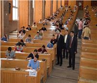 رئيس جامعة المنوفية يتفقد لجان امتحانات كلية التجارة
