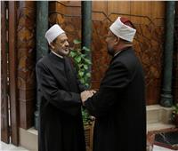«الأزهر والأوقاف إيد واحدة»| الإمام الأكبر يوجه الدعاة بضرورة التمسك بالمنهج الأزهري