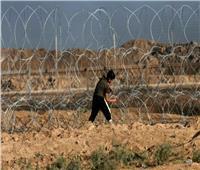 استشهاد صبيٍ فلسطينيٍ برصاص قوات الاحتلال عند السياج الحدودي