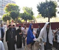 الأنبا رافائيل يفتتح معرض أيقونات العائلة المقدسة بكنيسة العذراء
