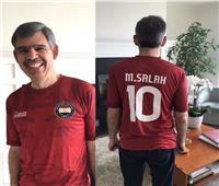 محمد العريان يرتدي قميص محمد صلاح احتفالا بدوري الأبطال