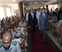 وزير الداخلية يتفقد سير الامتحانات بكلية الشرطة