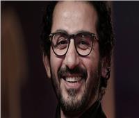 موقف كوميدي بين أحمد حلمي ومنى زكي في العمرة.. تعرف عليه