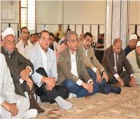 محافظ سوهاج يقضى العيد مع أهالي قرية سعدالله
