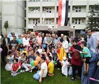 «جامعة المنصورة» تشارك الأطفال المرضى فرحتهم بالعيد