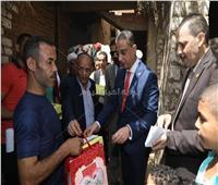 محافظ سوهاج يشارك أهالي أفقر قرية فرحتهم بالعيد