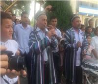 صور.. استقبال المنتخب الأولمبي في أوزبكستان بالمزمار والورود