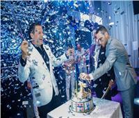 صور| راغب علامة يحتفل بعيد ميلاده في دبي.. ووائل كفوري يفاجئه
