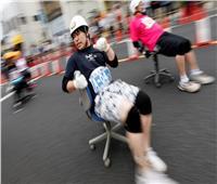 شاهد| سباق غريب من نوعة.. «الكراسي المتحركة» باليابان