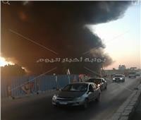 صور| 5 سيارات إطفاء للسيطرة على حريق «مصنع فيبر» قليوب