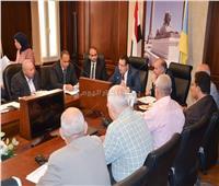 محافظ الإسكندرية يوجه رؤساء الأحياء بمتابعة خطة الرصف