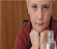 طفل بريطاني برئة وكلى واحدة وقلب في الجانب الأيمن يكمل عامه الثالث