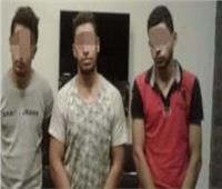 النيابة ترافق 3 عاطلين لتمثيل جريمة «قتل صديقهم» بالسلام