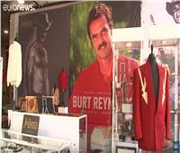 شاهد| بيع المقتنيات الشخصية للممثل الأمريكي بيرت رينولدز في مزاد علني