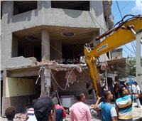 إزالة 12 طابقا بعقار مخالف بقنال المحمودية شرق الإسكندرية