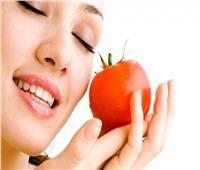 ماسك الطماطم والسكر.. الحل السحري لمشاكل البشرة الدهنية
