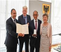 ألمانيا تمنح العالم المصري هاني عازر وسام الاستحقاق   صور