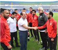 بالصور| الرئيس يزور المنتخب الوطني لكرة القدم في ستاد الدفاع الجوي