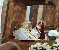 الأنبا مكاري يهنئ البابا تواضروس لمرور 22 عاما على سيامته «أسقفًا»