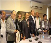 صور| الرئيس الفلسطيني يُكرم يوسف شعبان