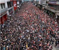 بالصور| آلاف المتظاهرين يجتاحون شوارع هونج كونج بالملابس السوداء