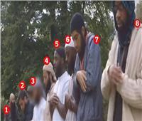 «المتطرفين الـ8».. كشف هوية مهاجرين صلوا أمام علم داعش بلندن