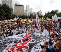 رئيسة هونج كونج التنفيذية تعتذر للمواطنين بعد احتجاجات حاشدة على مشروع قانون