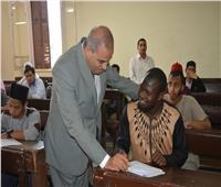 رئيس جامعة الأزهر يتفقد لجان الامتحانات بفرع الجامعة بالدراسة