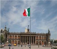 المكسيك تحتجز نحو 800 مهاجر غير شرعي عثرت عليهم في شاحنات
