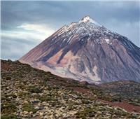شاهد| غليان بركان على جبل في جزيرة بالمحيط الأطلسي