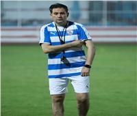 خالد جلال يعقد جلسة خاصة مع المدرب العام على هامش مران الزمالك