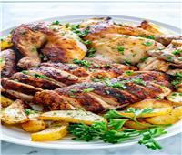 طبق اليوم.. «روستو الدجاج مع بطاطس وينجز»