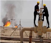 «بلومبرج»: النفط يقع بين مطرقة اضطراب الإمدادات وضعف الطلب العالمي