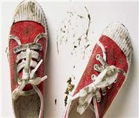 ارتداء الأحذية القذرة داخل المنزل يحمي الأطفال من الربو