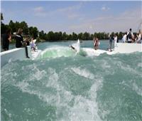 افتتاح أكبر حوض لركوب الأمواج في العالم بإيطاليا