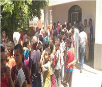 علاج 810 مرضى خلال قافلة طبية بإحدى قرى أخميم