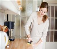 فيديو| استشاري صحة عامة تحذر من استخدام المنظفات المنزلية