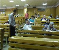 عميد آداب الفيوم يتفقد سير امتحانات الدراسات العليا