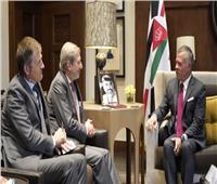 عاهل الأردن يبحث سبل التعاون المشترك مع مفوض سياسة الجوار الأوروبية