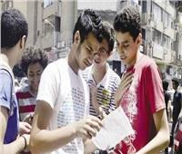 طالب ثانوية عامة يتعدى على أحد المراقبين .. والتعليم تتحقق من الواقعة