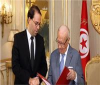رئيس وزراء تونس يزور السبسي في المستشفى.. ويدعو للتوقف عن بث أخبار زائفة