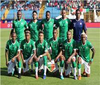 من المدرجات.. المدير الفني النيجيري يتابع مباراة مدغشقر وبوروندي